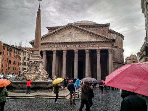 pantheon-in-the-rain