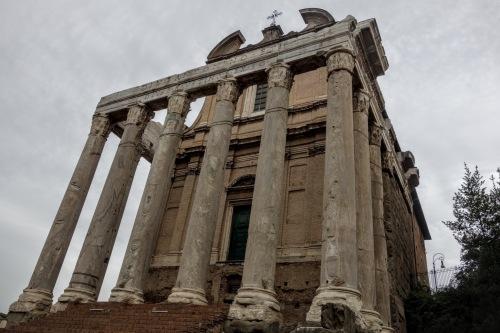 antoninus-temple