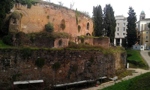 side_of_mausoleum_of_augustus